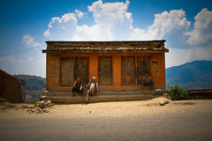 Gataplats av den Chhaimale byn, 29km söder av Katmandu, Nepal Arkivfoton
