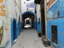 Gataplats av Essaouira medina, Marocko Royaltyfri Fotografi