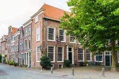 Gataplats av Pieterskerkhof i Leiden, Nederländerna Arkivfoton