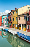 Gataplats i Burano nära Venedig, Italien Royaltyfria Foton