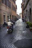 Gataplats i det Trastevere området av Rome Arkivfoto