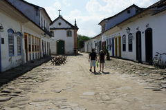 Gataplats i Paraty, Brasilien Royaltyfri Fotografi