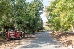 Gataplats med en firetruck i Greyton Royaltyfria Bilder