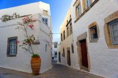 Gataplats på den Patmos ön Arkivbilder