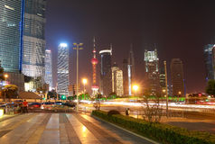 Gataplatsen av århundradeavenyn i shanghai, Kina. Arkivbild