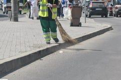 Gatarengöringsmedel på arbete Royaltyfria Bilder