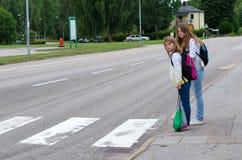 Gatasäkerhet på skolavägen royaltyfria foton