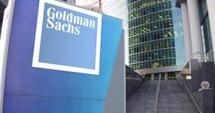 Gatasignagebräde med Goldman Sachs Group, Inc logo Modern kontorsmittskyskrapa och trappabakgrund Royaltyfri Bild