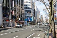 Gatasikt av byggnader runt om stad, en av den populäraste ten Fotografering för Bildbyråer