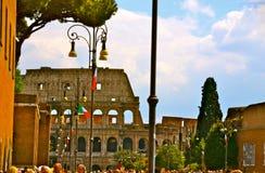 Gatasikt av Colosseumen Arkivfoton