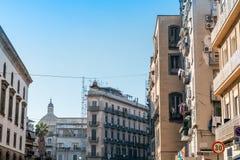 Gatasikt av den gamla staden i den Naples staden, Arkivfoton
