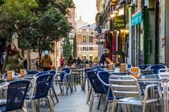 Gatasikt av den historiska stadsmitten i Madrid Royaltyfri Foto