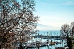Gatasikt av den Naples hamnen med fartyg Royaltyfria Bilder