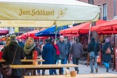 Gatasikt av det historiska gamla stadsAltstadt området i Dusseldorf, Tyskland arkivfoto