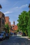 Gatasikt av Dinkelsbuhl, en av de arketypiska medeltida städerna royaltyfri foto