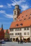 Gatasikt av Dinkelsbuhl, en av de arketypiska städerna på den tyska romantiska vägen royaltyfri foto