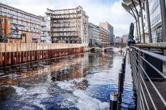 Gatasikt av i stadens centrum Hamburg, Tyskland Royaltyfri Fotografi