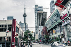 Gatasikt av i stadens centrum Toronto Arkivbild