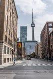Gatasikt av i stadens centrum Toronto Royaltyfri Foto