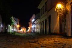 Gatasikt av Paraty på natten Royaltyfri Fotografi
