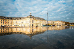 Gatasikt av stället De La Börs i den Bordeaux staden Arkivfoto