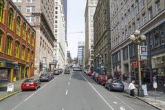 Gatasikt i Seattle i stadens centrum - SEATTLE/WASHINGTON - APRIL 11, 2017 Arkivfoton