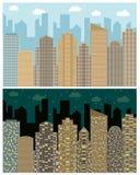 Gatasikt med cityscape, skyskrapor och moderna byggnader i dygnet Royaltyfri Bild