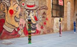 Gatasikt med färgrika grafitti, Tarragona, Spanien Arkivbild
