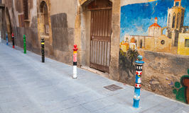 Gatasikt med grafitti, Tarragona, Spanien Royaltyfria Foton