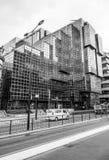 Gatasikt med nordligt och Shell Building i staden av London - LONDON - STORBRITANNIEN - SEPTEMBER 19, 2016 Arkivbilder