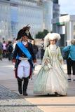 Gataskådespelare i dräkterna av det 18th århundradet royaltyfri bild