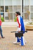 Gataskådespelaren klädde som Elvis på Calcadao de Londrina royaltyfri bild