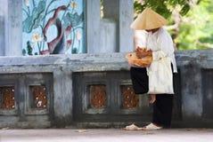 Gatasäljare i Hanoi Arkivbild