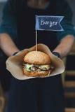 Gatasnabbmat, hamburgare med bbq grillade biff Royaltyfri Fotografi
