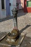 Gataspringbrunn i den Burano ön Arkivbild