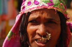 Gatastående av den Goan kvinnan Arkivfoto