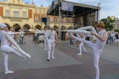 Gatateaterfestival i Krakow Arkivfoto