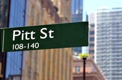 Gatatecken av Pitt Street i Sydney arkivbild