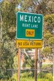Gatatecken på den mexicanska gränsen royaltyfri bild