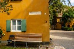 Gatatecken på en husfasad Fotografering för Bildbyråer