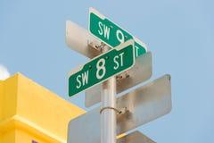 Gatatecken som markerar den 8th gatan i den lilla havannacigarren, Miami Arkivbild