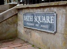 Gatatecknet för badfyrkant i kungliga Tunbridge väller fram Arkivfoton