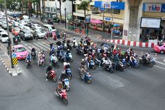 Gatatrafik i centrum Bangkok thailand Arkivfoto