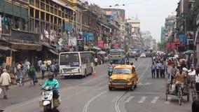 Gatatrafik i Kolkata arkivfilmer