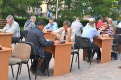 Gataturnering på schack på en feriedag av idrottsman nen. Tyum Royaltyfri Fotografi