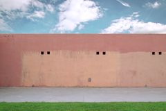 Gatavägg, stads- bakgrund Utomhus bakgrund med tomt kopieringsutrymme Fotografering för Bildbyråer