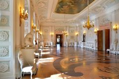Gatchina宫殿的内部大门大厅 免版税图库摄影