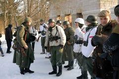Gatchina,俄罗斯, 2012年2月18日:第二次世界大战的争斗的重建 免版税库存照片
