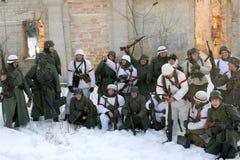 Gatchina,俄罗斯, 2012年2月18日:第二次世界大战的争斗的重建 库存照片