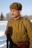 Gatchina,俄罗斯, 2012年2月18日:第二次世界大战的争斗的重建 免版税图库摄影